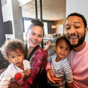 Chrissy Teigen opens up on breastfeeding struggles; advices for formula to be normalised.